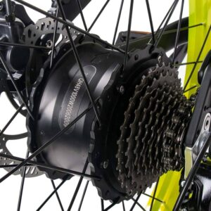 Un moteur puissant sur le moyeu arrière sur le Fatbike Cysum M900